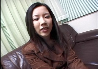 mousy oriental hotty gives head