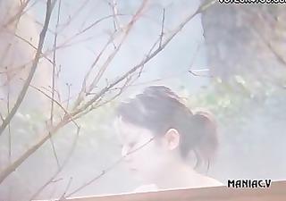 hot spring voyeured body expose